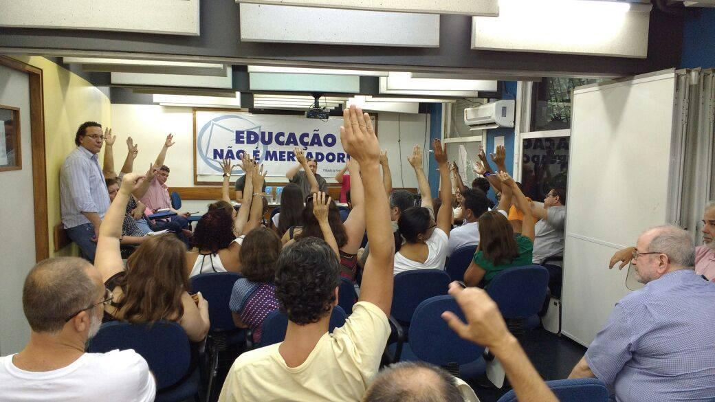 Demissões na Universidade Castelo Branco: assembleia aprova pauta de reivindicações